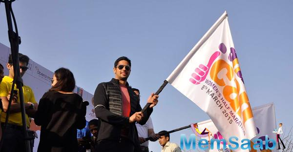 Sidharth Malhotra Flags Off The DNA Race 2015