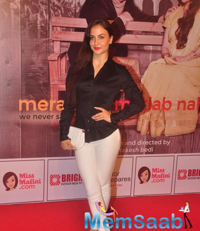 Elli Avram Gorgeous Look During The Premiere Of Anupam Kher New Play Mera Who Matlab Nahi Tha
