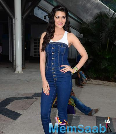 Actress Kriti Sanon Launches Spring Summer 2015 Collection At ALDO Store Inphoenix Mall.