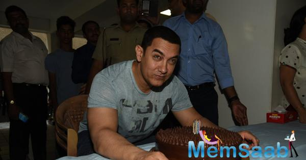 Aamir's Pre-Birthday Celebration With The Press