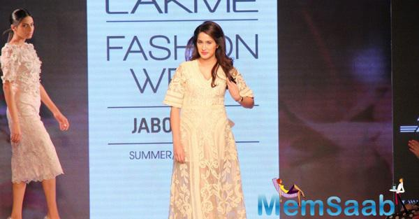 Sagarika Ghatge Glides Down The Ramp At Lakme Fashion Week