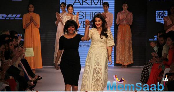 Sagarika Ghatge Walks For Pallavi Singhee At LFW Summer Resort 2015