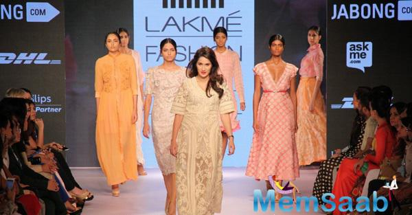 Sagarika Ghatge Walks The Ramp On Day 2 Of LFW Summer Resort 2015