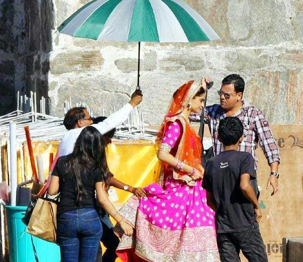 Sonam Kapoor On The Sets Of Prem Ratan Dhan Payo Shoot