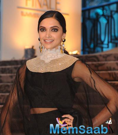 Deepika Looked Stunning In An Anamika Khanna Ensemble At LFW Grand Finale 2015