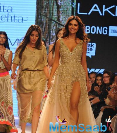 Esha Walks The Ramp As Showstopper For Designer Arpita Mehta Show At LFW Grand Finale
