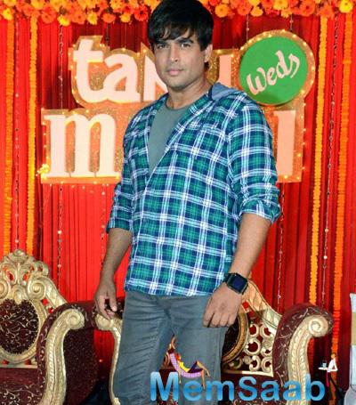 R. Madhavan Strikes A Pose During The Tanu Weds Manu Returns Poster Launch Event