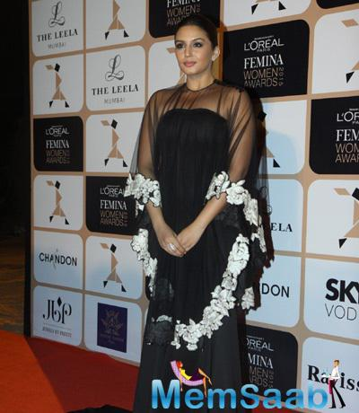 Huma Was Sporting Black Gown At The L'Oreal Paris Femina Women Awards 2015