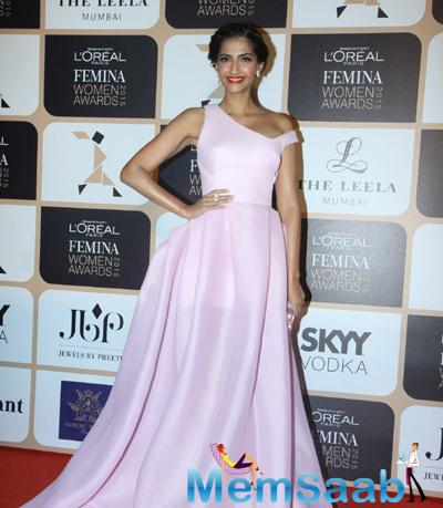Sonam Kapoor Attended The Ongoing L'Oreal Paris Femina Women Awards 2015