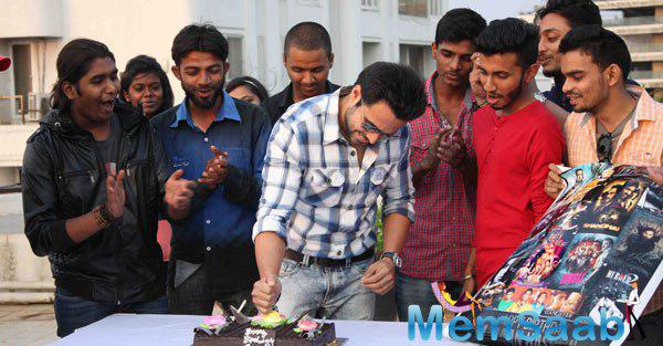 The Actor Emraan Hashmi Posed Candidly With His Fanclub