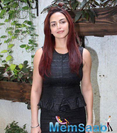 Esha Deol Posed During The Trailer Launch Of Barefoot To Goa