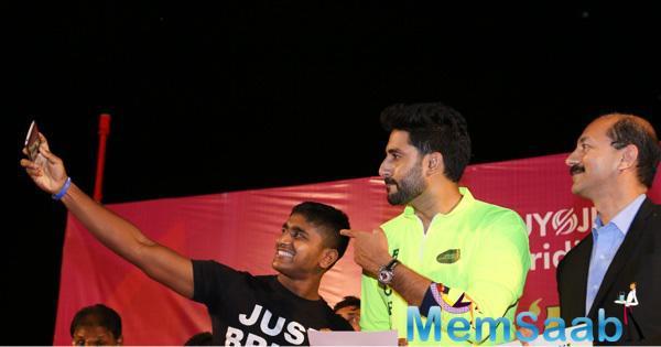 Abhishek Bachchan Takes A Selfie With His Fan At Nashik Cycling Race