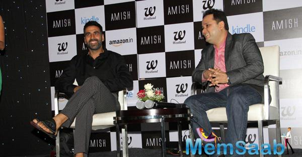 Akshay Kumar Connect With Fans And Smiling At Book Cover Launch 'Scion Of Ikshkavu'