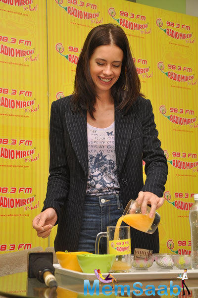 Kalki Koechlin Takes Juice During Her Movie Promotion At 98.3 FM