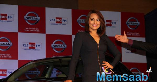 Sonakshi Sinha Strike A Pose For Photo Tag At Nissan Sunny Sedan-BIG FM Event