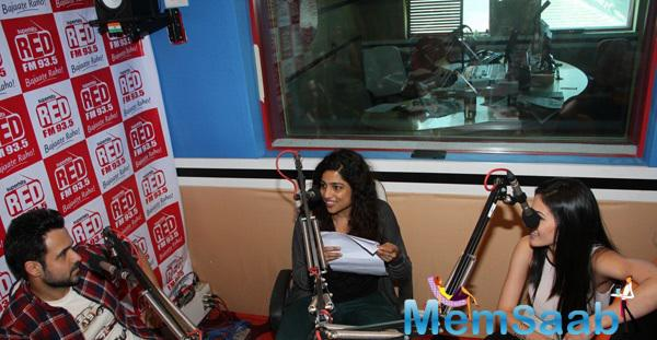 Emraan, Amyra With Red FM 93.5 RJ To Promote 'Mr. X'
