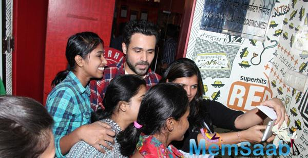 Emraan Hashmi Clicked A Selfie With His Fans At RED FM 93.5