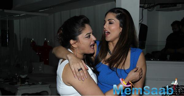 Sunny Leone Hug Mahi Vij At Her Surprised Birthday Bash