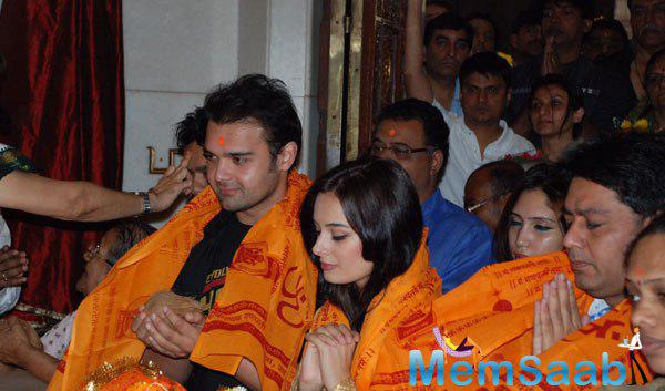 Mimoh and Evelyn At Siddhivinayak Temple For  Their Film Ishqedarriyaan