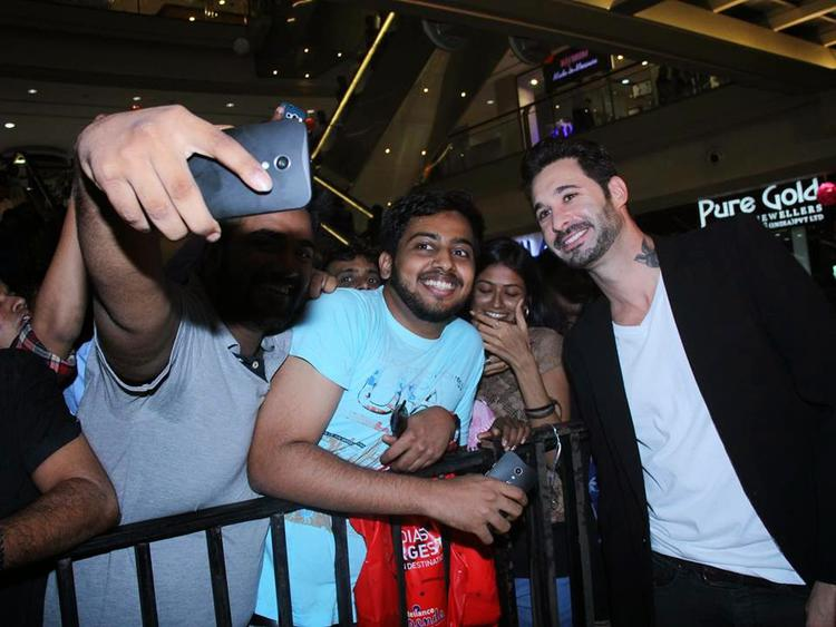 Daniel Weber Taking A Cool Selfie With A Fan During The Promotion Of Ek Paheli Leela Movie At Thane Mall