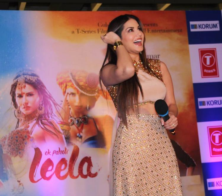 Sunny Leone Smiling Look During The Promotion Of Ek Paheli Leela Movie At Thane Mall