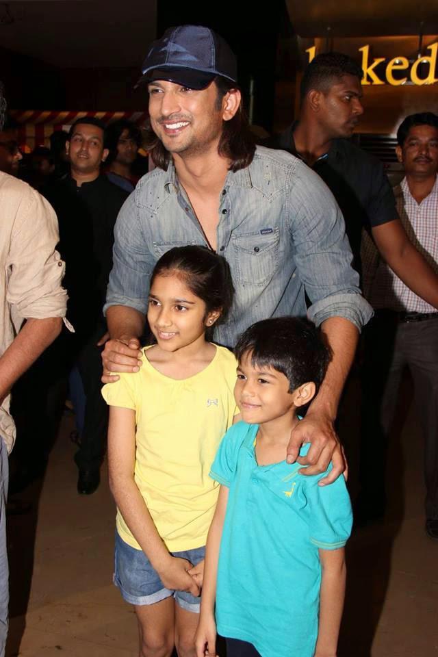 Sushant Singh Rajput Smiling Pose With Kids During Detective Byomkesh Bakshy Show At PVR Cinemas