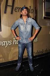 Sushant Singh Rajput Strikes A Pose During Detective Byomkesh Bakshy Show
