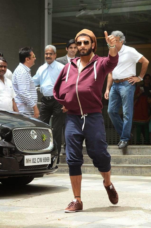 Ranveer Singh Cool Pose For Camera At The Entrance Of The Hospital