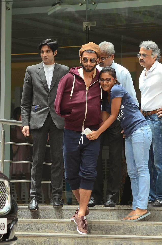 Ranveer Singh Posed With Fans When He Discharged From Hospital