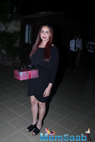 Esha Deol Pretty Look During The Launch Of Soapbox And Makeover Salon