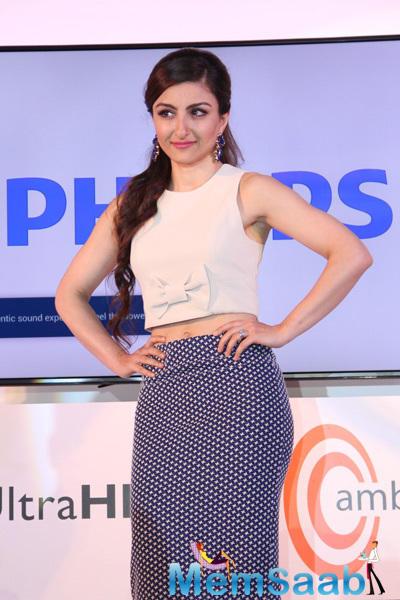 Soha Ali Khan Has An Alia Moment During The Launch Latest Range Of Philips TV