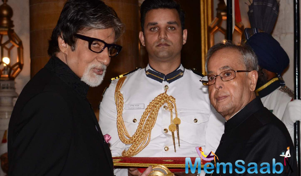 President Pranab Mukherjee Conferred Padma Vibhushan On Bollywood Superstar Amitabh Bachchan