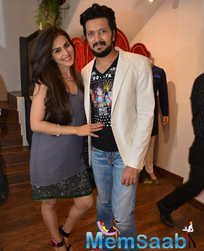 Genelia D'Souza And Hubby Riteish Deshmukh Cute Look At The Launch Of Avinash Punjabi Store