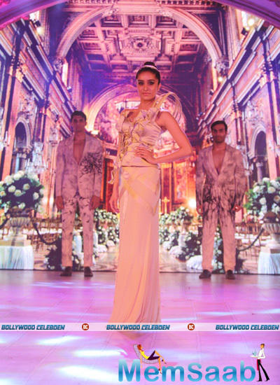 Shraddha Walked Down The Ramp For Ken Ferns At An Event Held To Unveil A 40-Ft Replica Of The Eiffel Tower