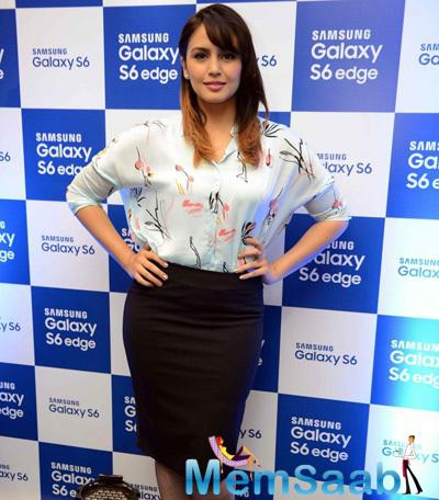 Huma Qureshi At The Launch Of Smartphone Samsung Galaxy S6