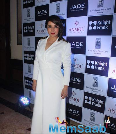 Tisca Chopra Gorgeous Look In Red Lip At Anmol Jewellers Era Of Design Fashion Show