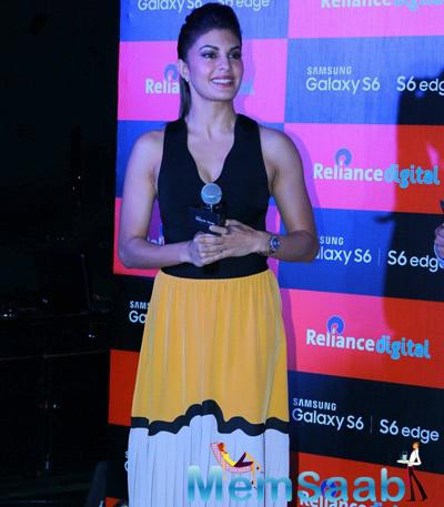 Jacqueline Fernandez Stunning Look At The Launch Of Samsung S6 And S6 Edge