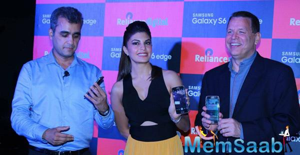 Jacqueline Fernandez Unveils The New Samsung S6 And S6 Edge