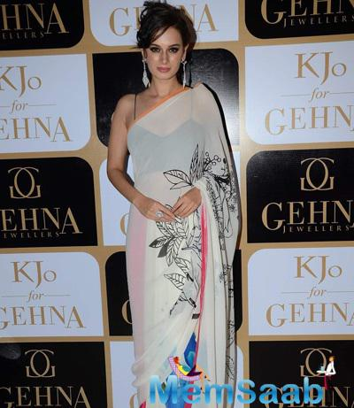 Evelyn Sharma Stunning Look In Saree At The Launch Of Karan Johar Limited Edition Holiday Line For Gehna Jewellers