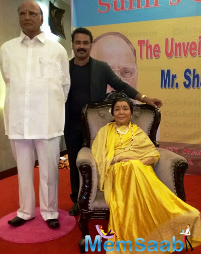 Sculptor Unveils Wax Statues Of Sharad Pawar And Asha Bhosle