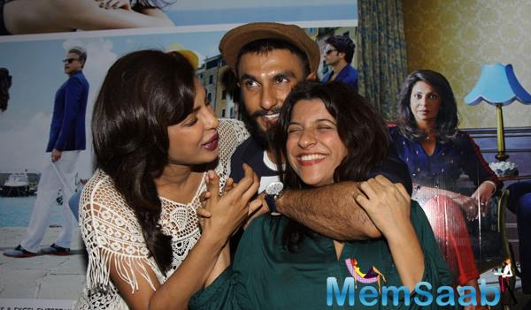 Priyanka Chopra,Ranveer Singh And Zoya Akhtar Cool Look During Dil Dhadakne Do Trailer Launch