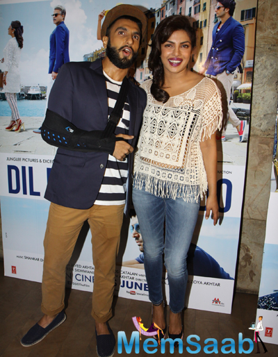 Ranveer Singh And Priyanka Chopra Smiling Pose During Dil Dhadakne Do Trailer Launch