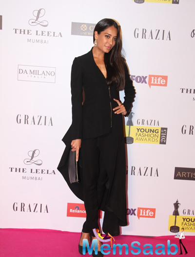 Lisa Haydon In Black Outfit Nice Look At Grazia Young Fashion Awards 2015
