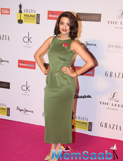 Surveen Chawla Cool Radiant Look At Grazia Young Fashion Awards 2015