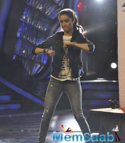 Shraddha's Dancing Fun On 'DID Super Moms