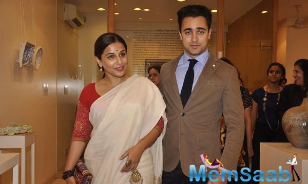 Vidya And Imran Pose During The Shayonti Roy Kapurs Art Exhibition