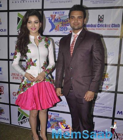 Urvashi Rautel And Mahaakshay Chakraborty Posed At Twister Mitsui Shoji T-20 League Season-5
