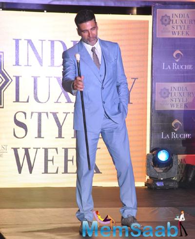 Akshay Kumar Posed On Ramp During India Luxury Week Meet 2015