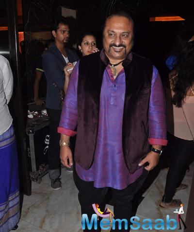 Leslie Lewis Smiling Pose During India Luxury Week Meet 2015