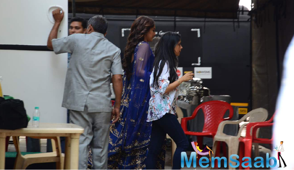 Sonakshi Sinha Clicked In Blue Traditional Dress And Seen Rushing For Shoot